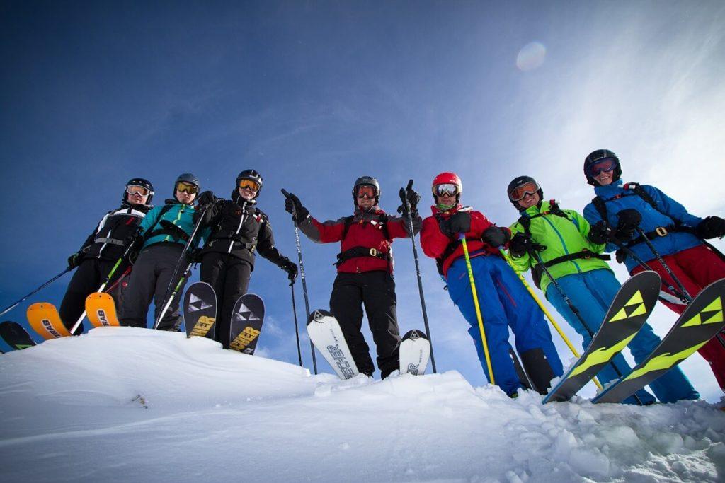 Spaß in der Gruppe beim Freeride Camp mit Die Bergstation
