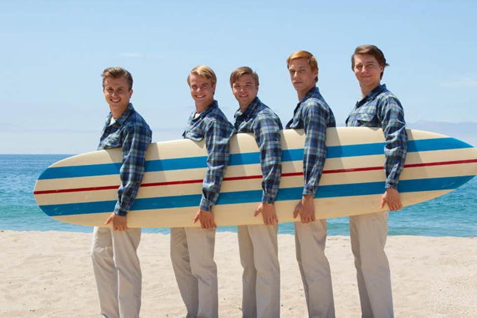 Beach boys mit Surfboard